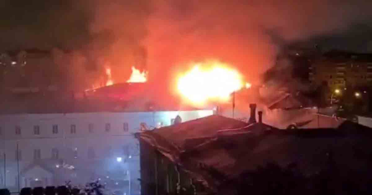Emergency evacuation as massive fire ravages dormitory of prestigious military school in downtown Moscow