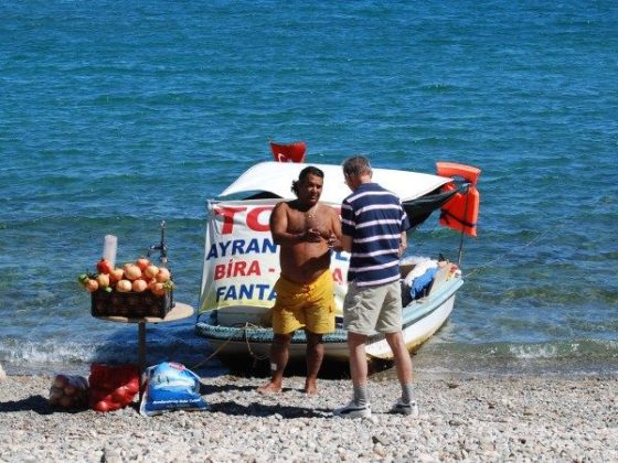 Russian tourists hit the beaches of Turkey as ties improve