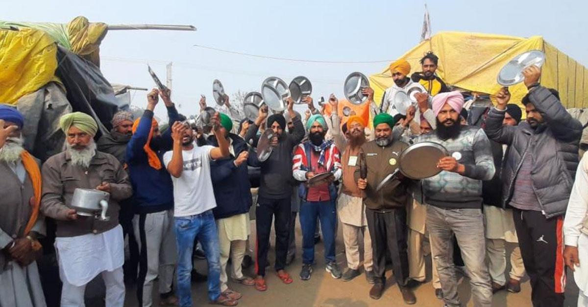 "Protesting Farmers Clang Thalis As PM Addresses ""Mann Ki Baat"""