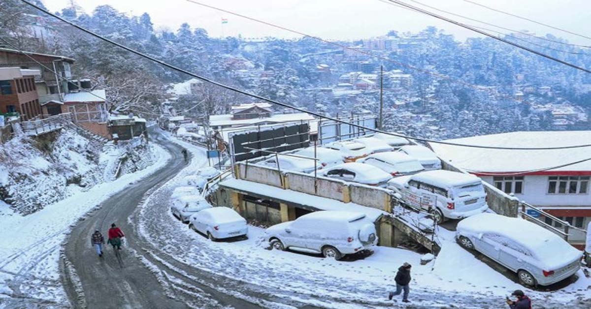 Himachal Police Rescues Over 300 Tourists Stranded Near Atal Tunnel After Snowfall