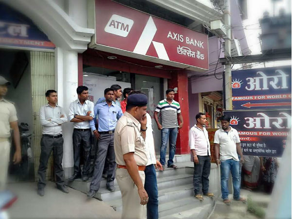 Rs 2.5 crore looted from pvt bank