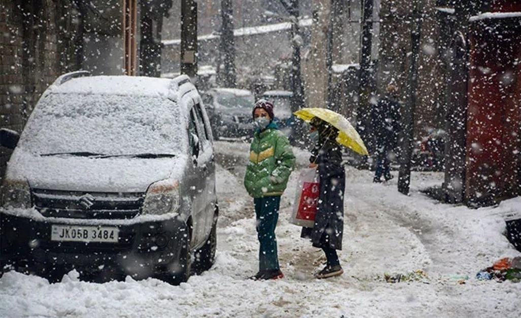 Air, Road Links With Kashmir Cut Off For Second Day Due To Heavy Snowfall