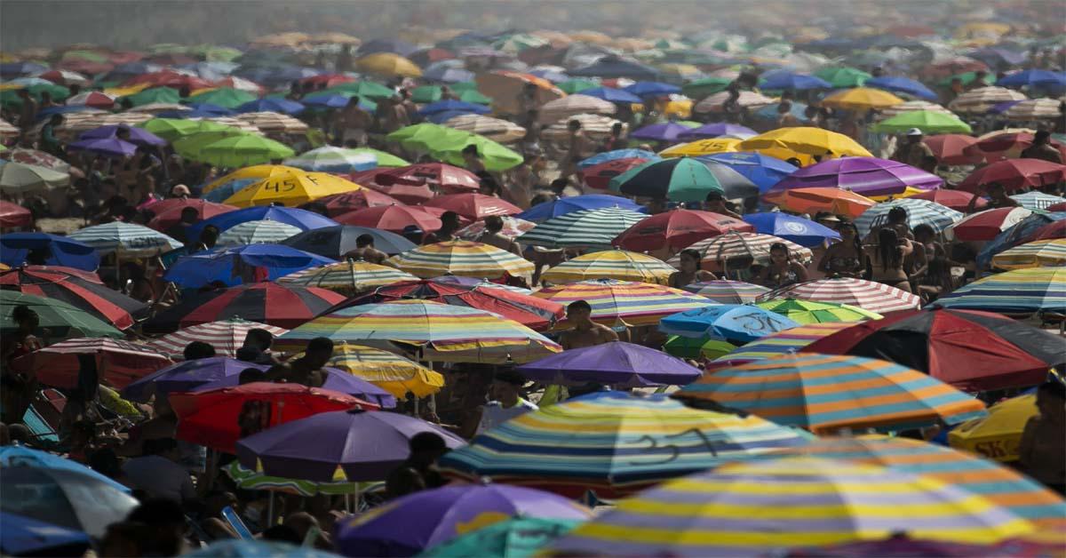 Quarantine-weary Brazilians head to beaches despite warnings