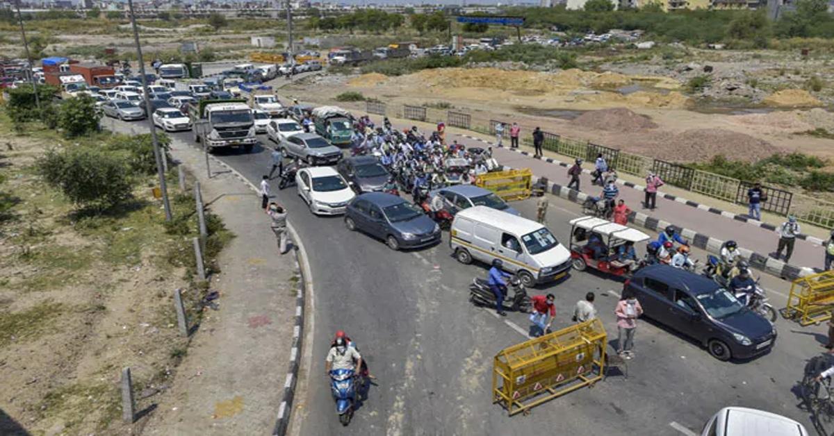 Traffic Crawls As Ghaziabad-Delhi Border Shuts