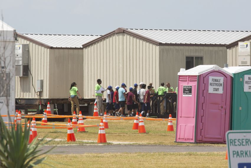 The federal government opened a model facility for migrant kids last month. Now it's being closed.
