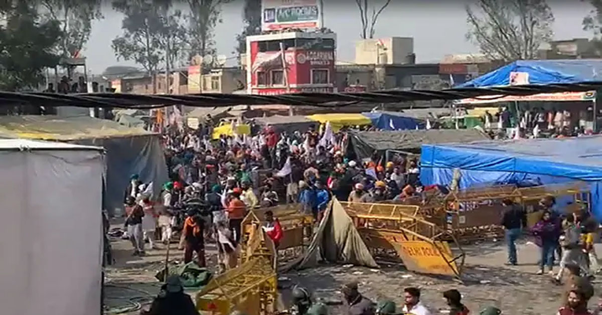 Clashes At Farmers' Protest Site After Group Barges In, Cop Injured