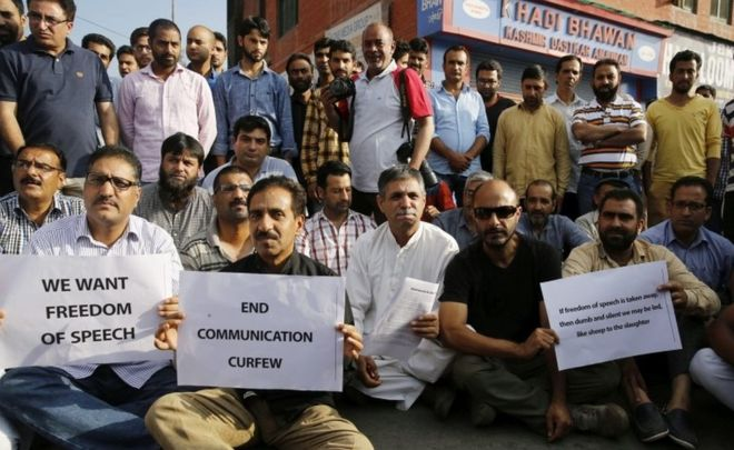 No newspapers in Kashmir till govt apologises?
