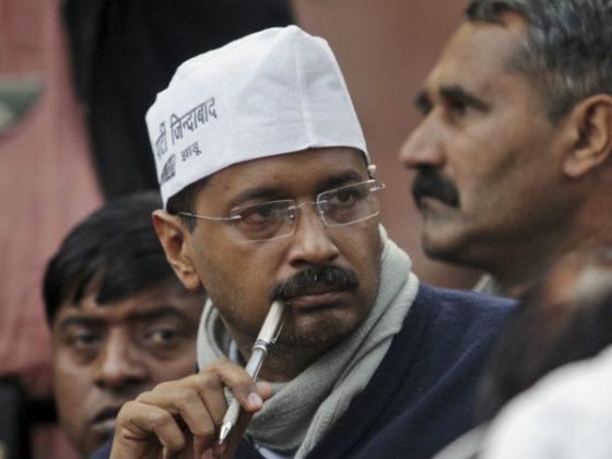 Kejriwal ticks minister off, stops anti-begging drive