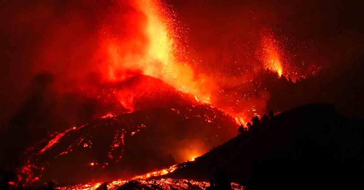 New fissure opens as La Palma volcano continues to erupt