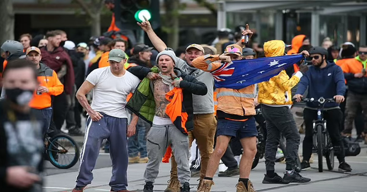 Chaos in Australia as construction workers violently protest vaccine mandate