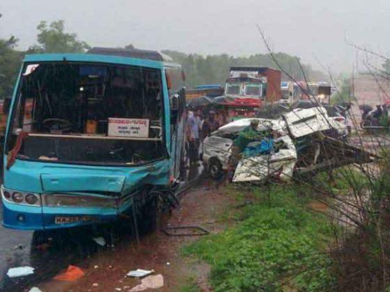 17 school students injured in road mishap