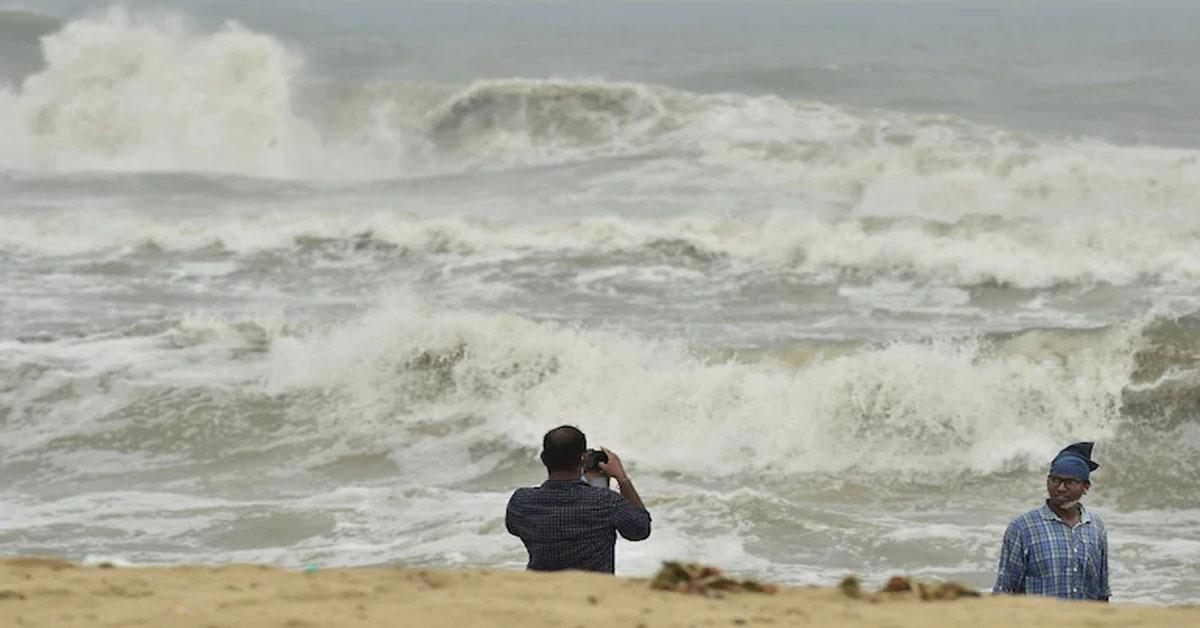 Cyclone Nivar To Hit Tamil Nadu, Puducherry At 145 Kmph After Midnight
