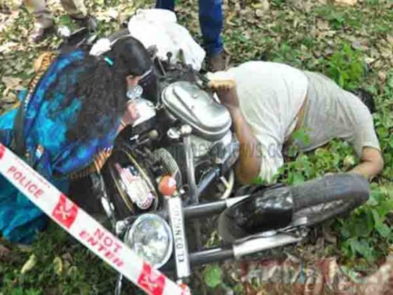 2 killed in car-bike collision