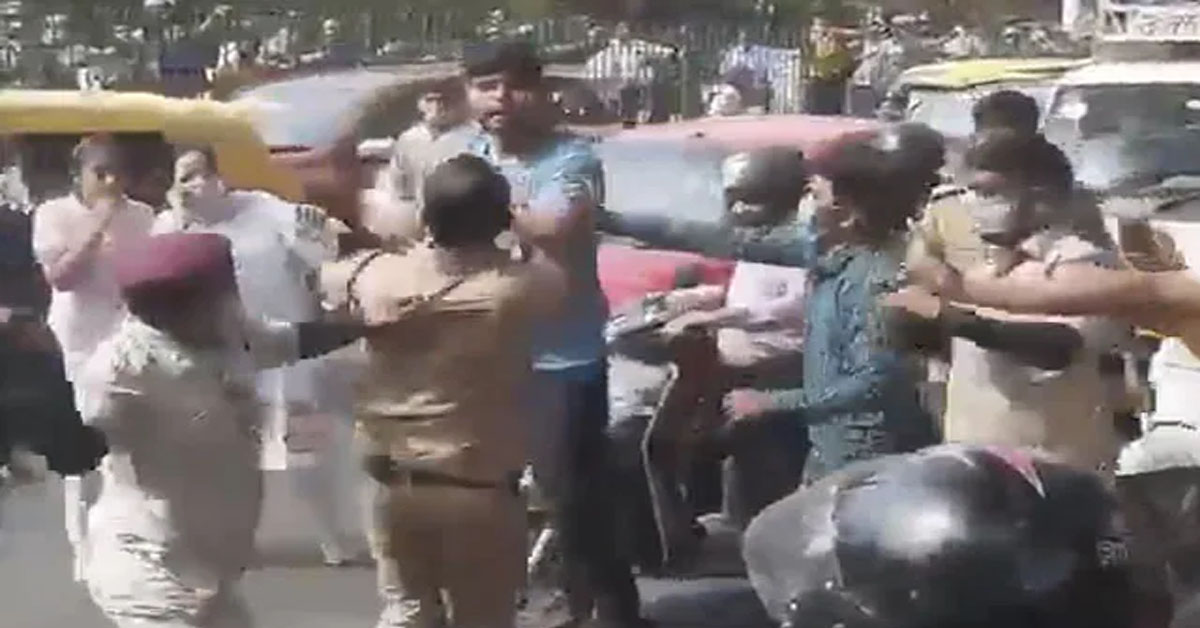 Video: Official Beats Driver With Belt On Delhi Road, Passersby Hit Back