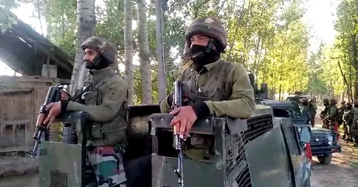 03 security personnel injured in Pulwama encounter